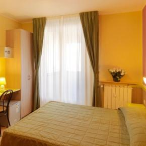 Youth Hostels - Hotel Arco Romana