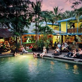 Хостелы - Calypso Inn Backpackers Resort Cairns