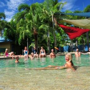 Youth Hostels - Nomads Cairns