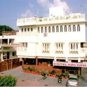 Youth Hostels - Hotel Kalyan