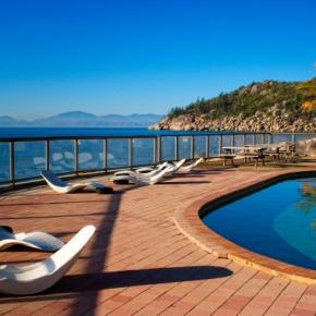 Youth Hostels - Base Magnetic Island