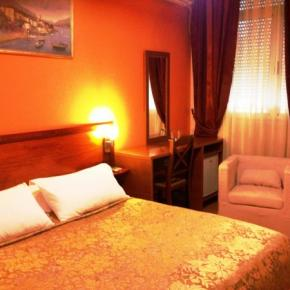 Youth Hostels - Hotel Nobel Tirana