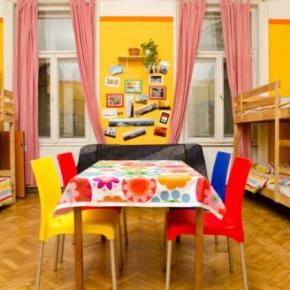 Hostels - Colors Budapest Hostel and Apartment