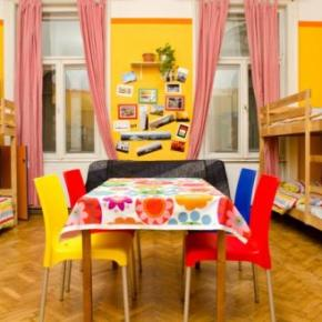 Хостелы - Colors Budapest Hostel and Apartment