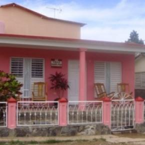 Youth Hostels - Villa Aracelys y Papo