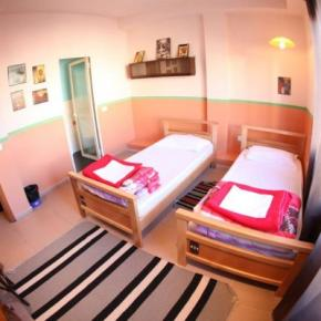 Youth Hostels - Propaganda Hostel