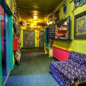 Youth Hostels - Bungi Backpackers