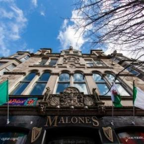 Youth Hostels - Malone's Old Town Hostel