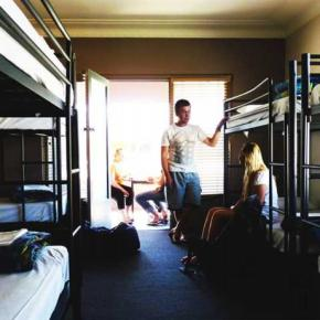 Youth Hostels - Plantation Backpackers (Central Backpackers Coffs Harbour)