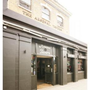 Youth Hostels - Arsenal Tavern Backpacker