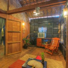 Youth Hostels - Old Khmer House 2