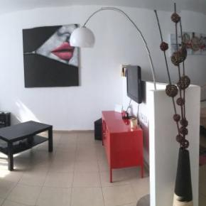 Hostels - Beautiful Stylish LFT in Young Vibrant TLV Centre