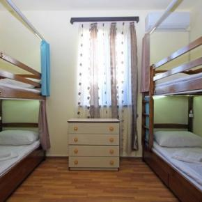 Youth Hostels - Aurora Hotel and Hostel
