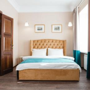 Youth Hostels - Live Here Hotel