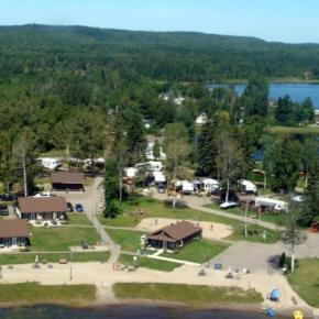 Hostels - The Cottages Baie Cascouia and BnB Au bord du Lac