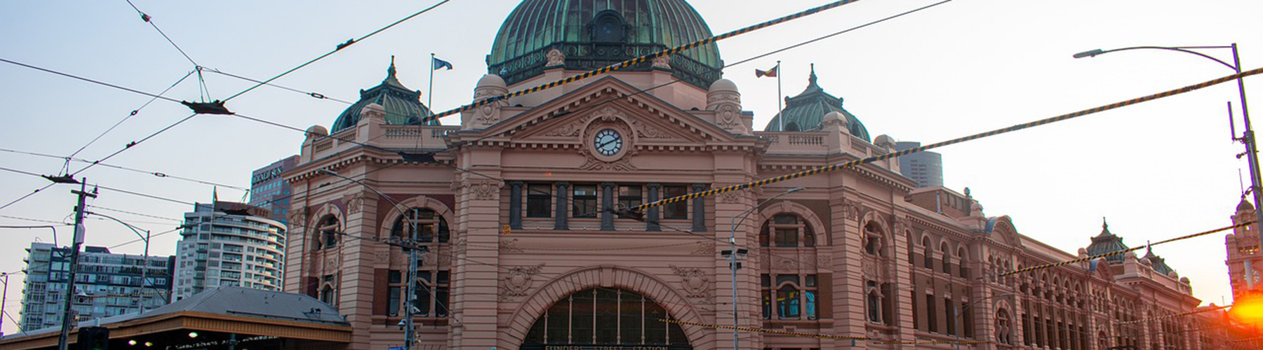 Melbourne – Hostels close to Flinders Street Station. Maps for Melbourne, Photos and Reviews for each hostel in Melbourne.