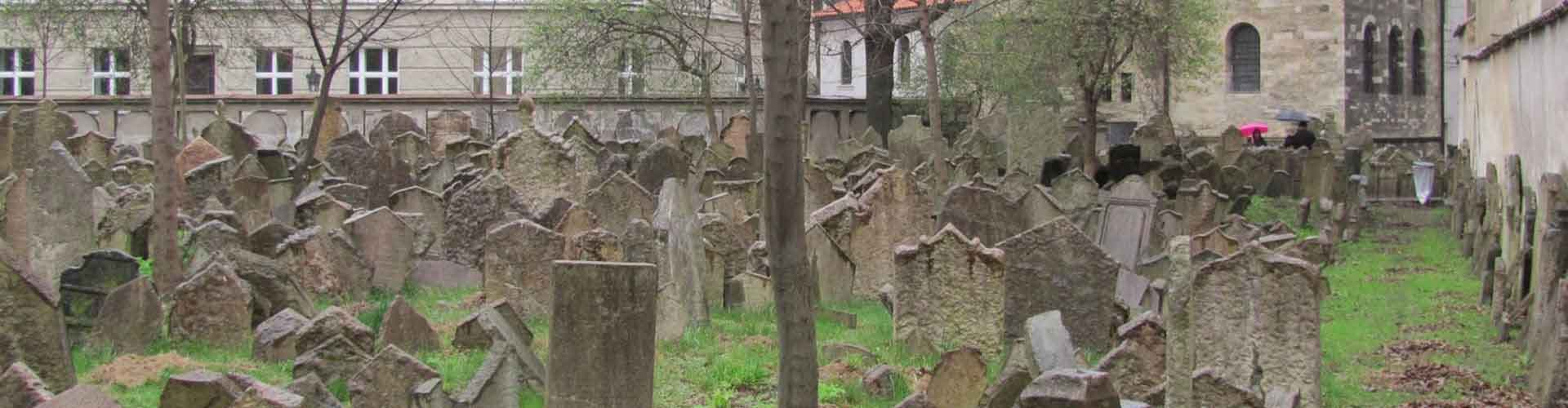 Prague – Apartments close to Old Jewish Cemetery. Maps of Prague, Photos and Reviews for each Apartment in Prague.