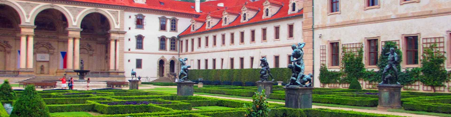 Prague – Apartments close to Wallenstein Palace. Maps of Prague, Photos and Reviews for each Apartment in Prague.