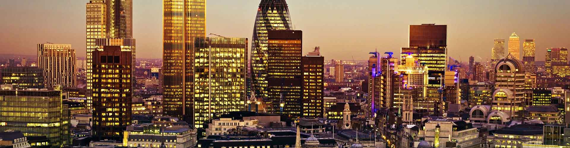 London – Hotels close to Tower 42. Maps of London, Photos and Reviews for each Hotel in London.