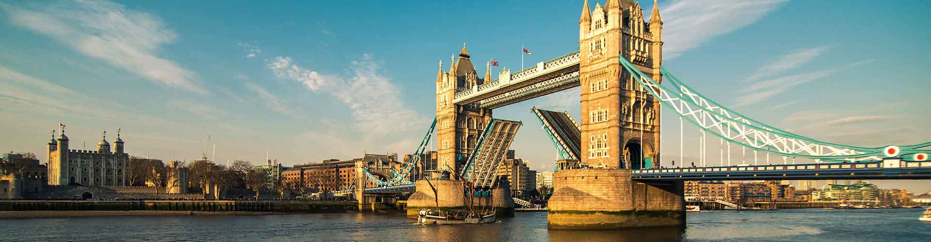 London – Hostels close to Tower Bridge. Maps for London, Photos and Reviews for each hostel in London.