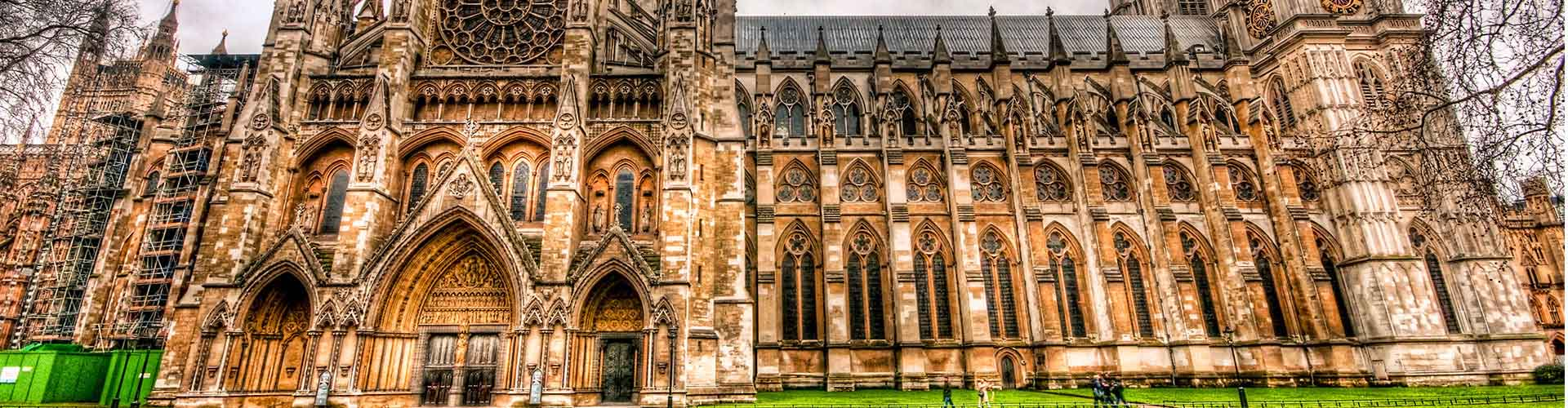 London – Hotels close to Westminster Abbey. Maps of London, Photos and Reviews for each Hotel in London.