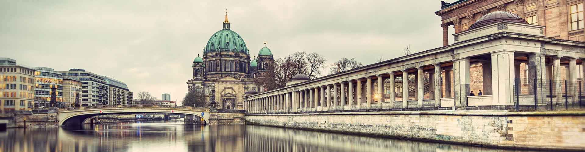 Berlin – Hostels close to Berliner Dom. Maps for Berlin, Photos and Reviews for each hostel in Berlin.