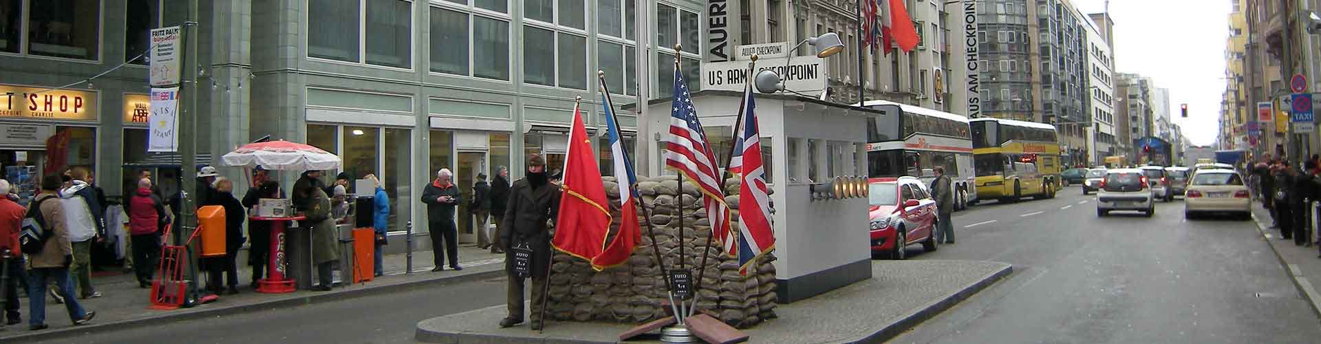 Berlin – Hostels close to Checkpoint Charlie. Maps of Berlin, Photos and Reviews for each Hostel in Berlin.