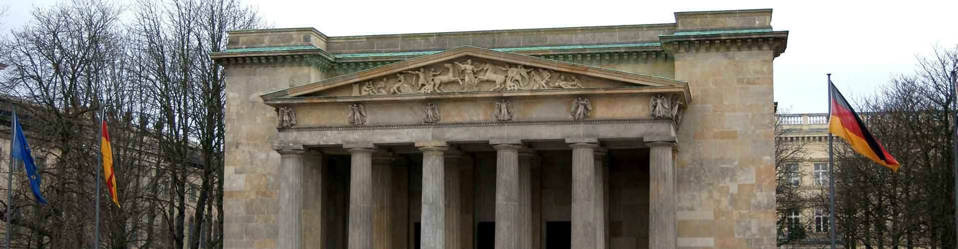 Berlin – Apartments close to Neue WacheandZeughaus. Maps of Berlin, Photos and Reviews for each Apartment in Berlin.