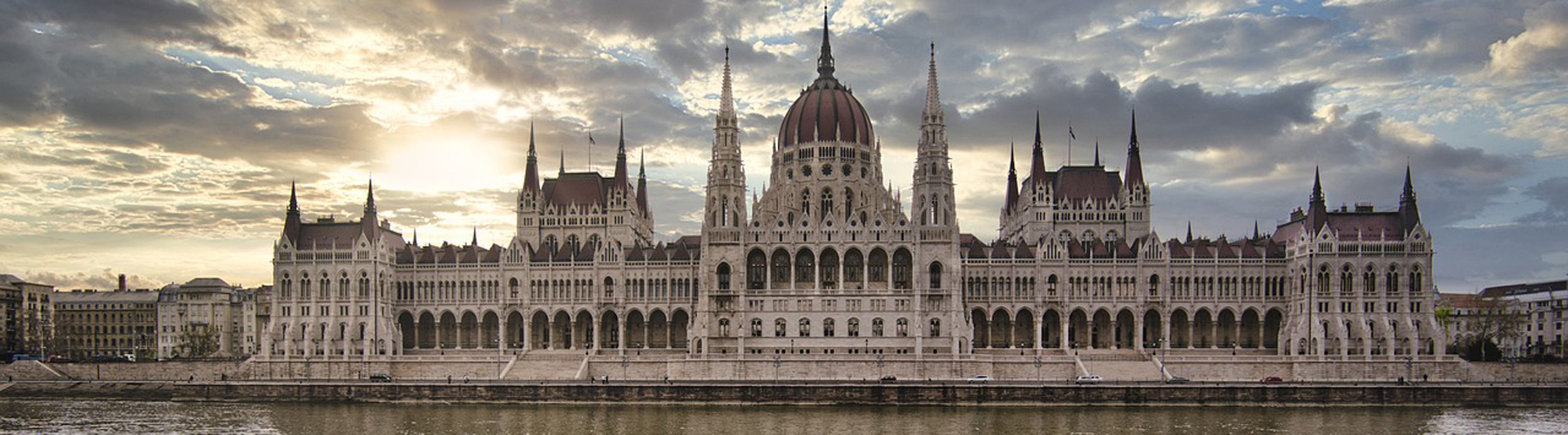 Budapest – Hostels close to Hungarian Parliament Building. Maps for Budapest, Photos and Reviews for each hostel in Budapest.