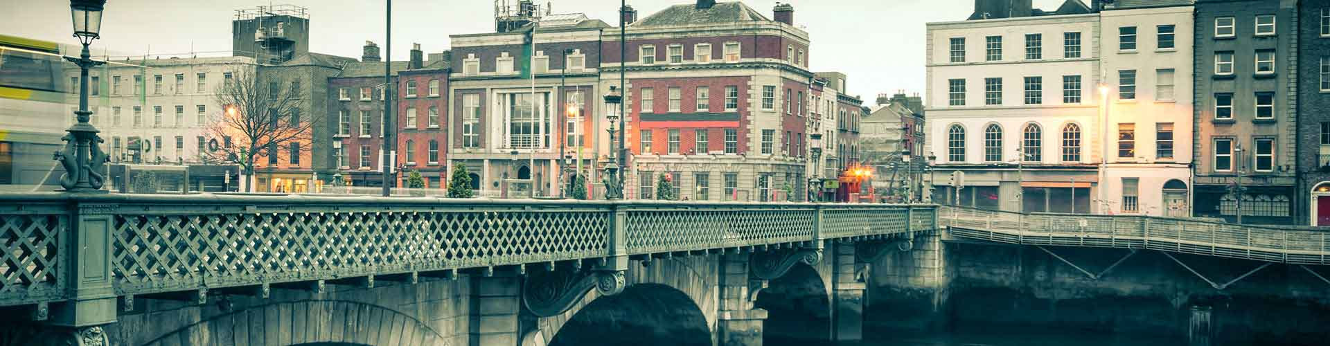 Dublin – Hostels in the Smithfield district. Maps for Dublin, Photos and Reviews for each hostel in Dublin.