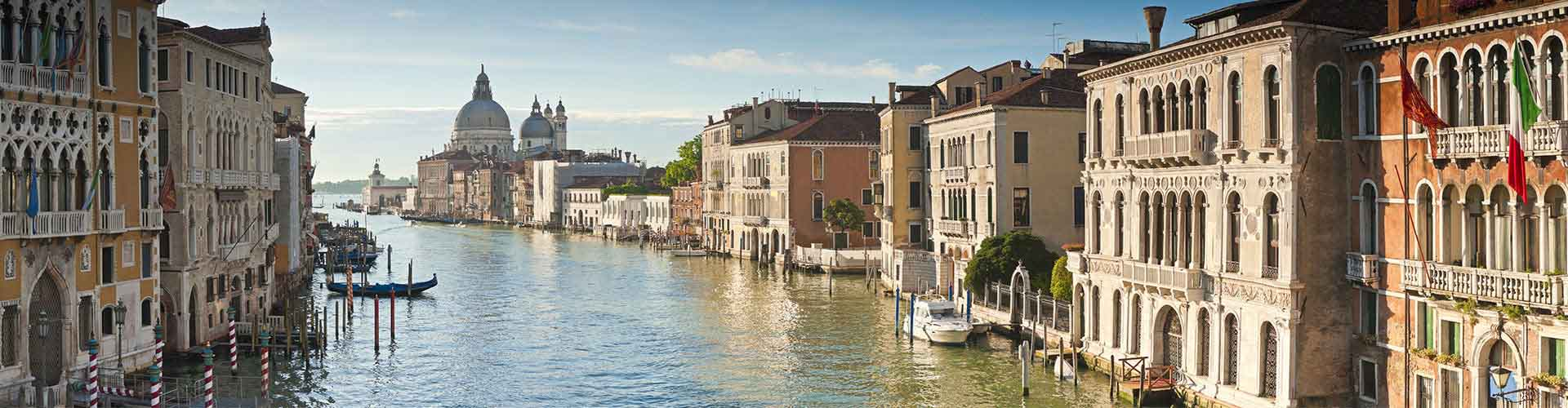 Venice – Hostels in the Quartiere Dorsoduro,S. Polo,S. Croce,Giudecca,Sacca Fisola district. Maps for Venice, Photos and Reviews for each hostel in Venice.