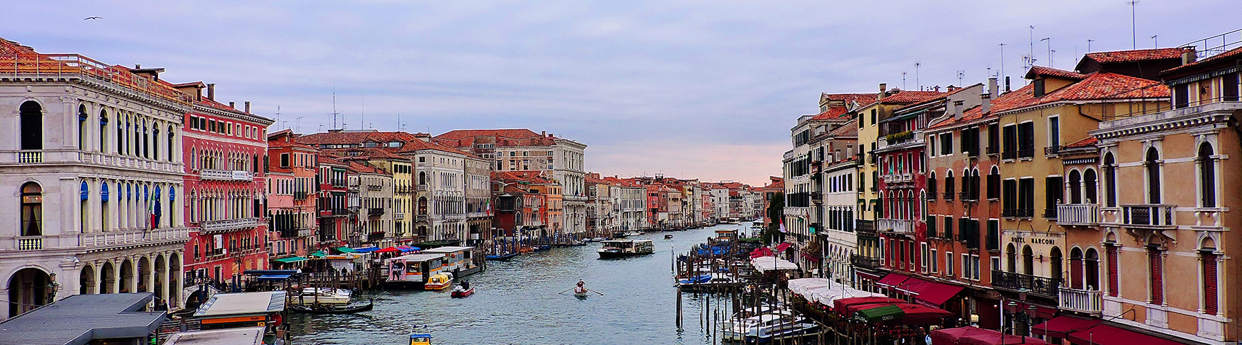 Venice – Hostels close to Grand Canal. Maps for Venice, Photos and Reviews for each hostel in Venice.
