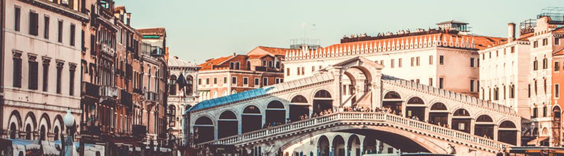 Venice – Hostels close to Rialto Bridge. Maps for Venice, Photos and Reviews for each hostel in Venice.