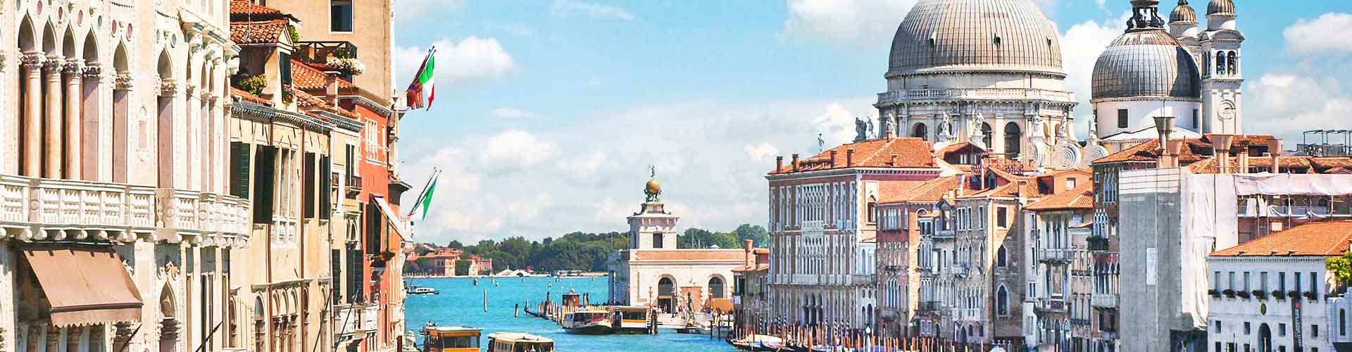 Venice – Hostels in Sestiere S. Croce. Maps of Venice, Photos and Reviews for each Hostel in Venice.