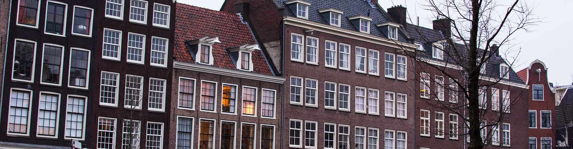 Amsterdam – Hostels close to Anne Frank House. Maps for Amsterdam, Photos and Reviews for each hostel in Amsterdam.