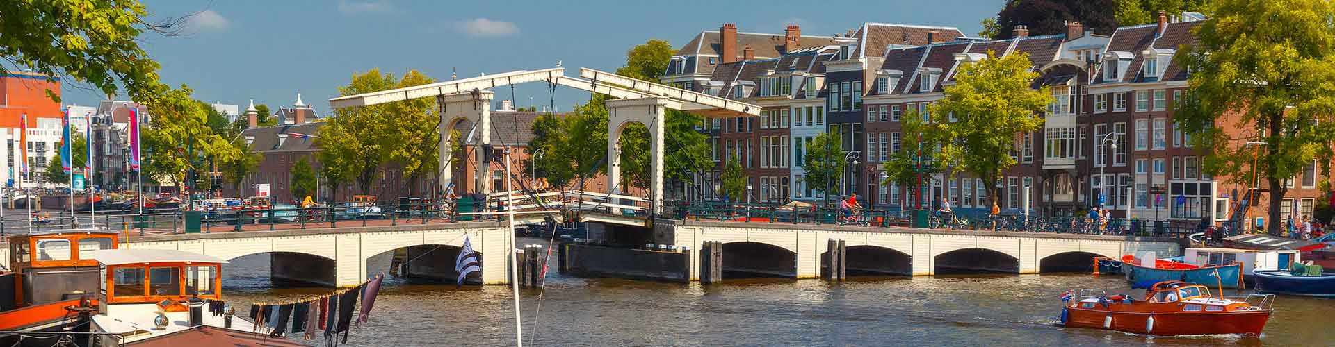 Amsterdam – Hostels close to Magere Brug. Maps for Amsterdam, Photos and Reviews for each hostel in Amsterdam.