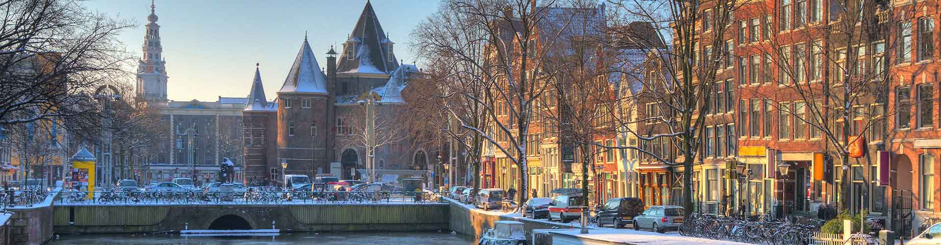 Amsterdam – Hostels close to Nieuwmarkt. Maps for Amsterdam, Photos and Reviews for each hostel in Amsterdam.