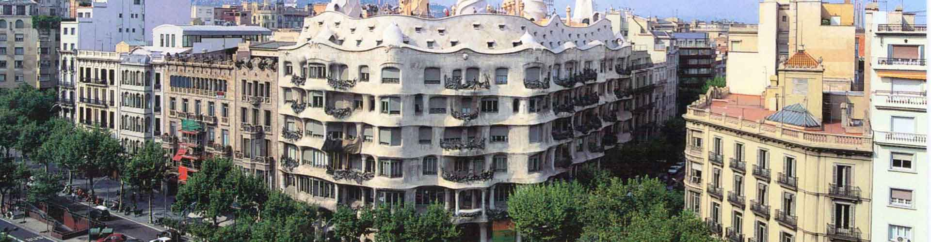 Barcelona – Hostels close to Casa Milà. Maps for Barcelona, Photos and Reviews for each hostel in Barcelona.