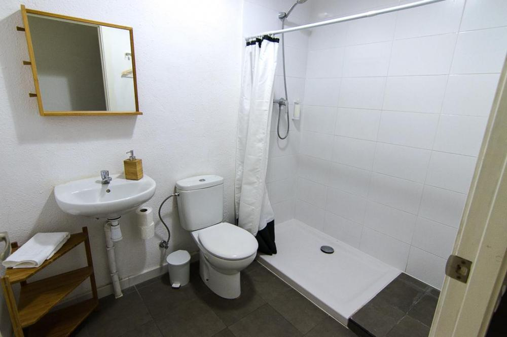 full equiped bathroom