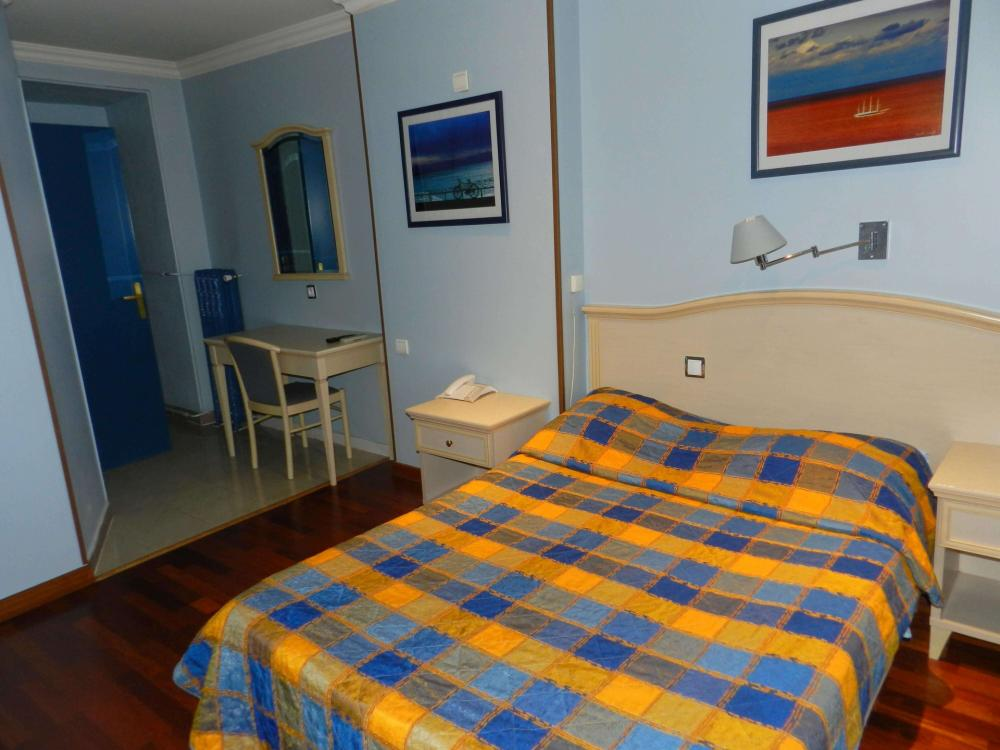 Private room, with free Wi-fi, tv, private bathroom with shower