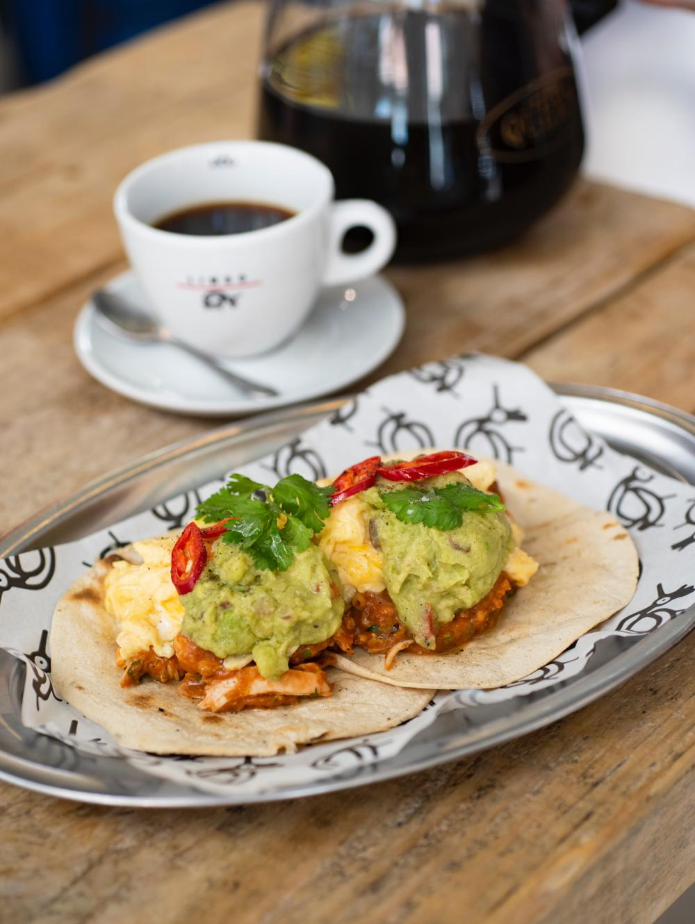 Huevos rancheros with chicken (5,5€)