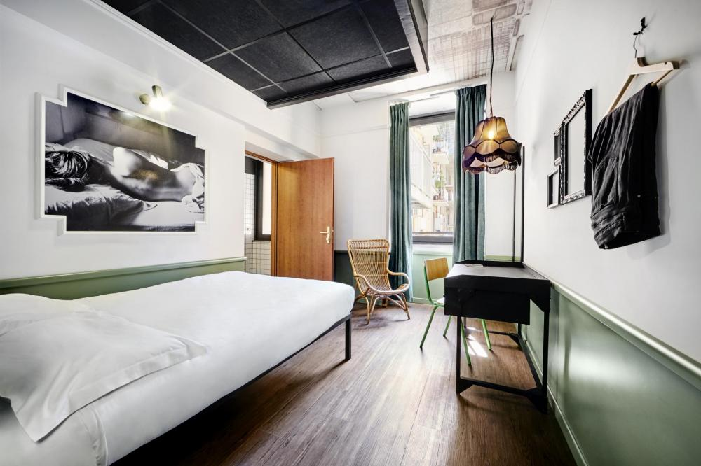 You'll want to check out our private rooms, en-suite with stylish décor.
