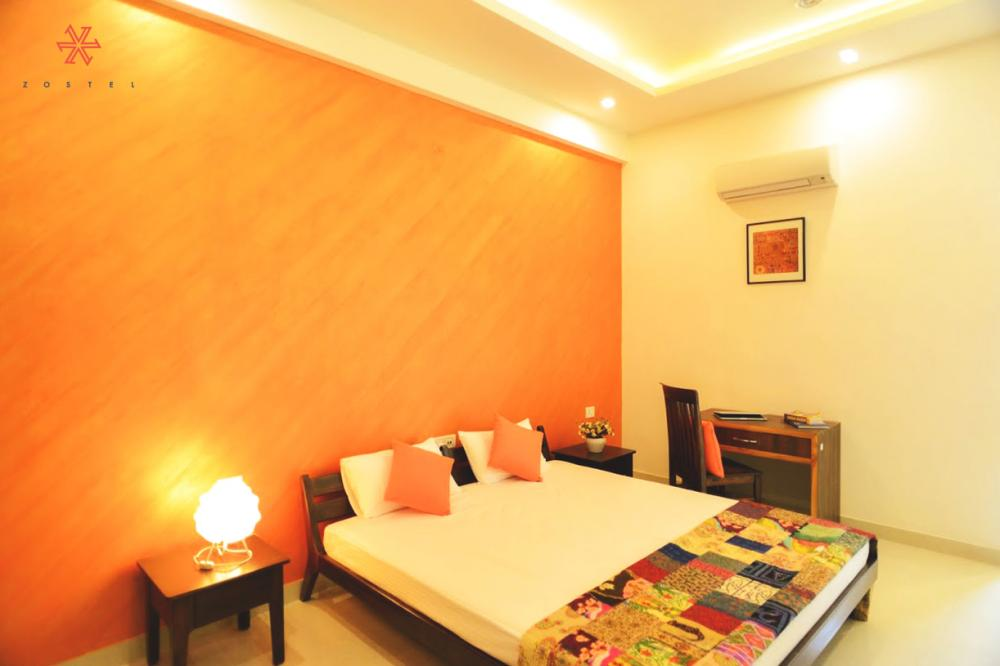Double bed in Deluxe private room