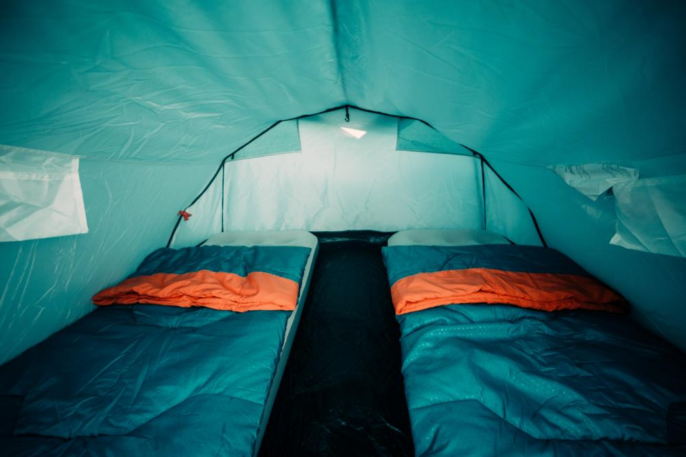 The private tent for 2 people. It's a 3 person Quechua tent.