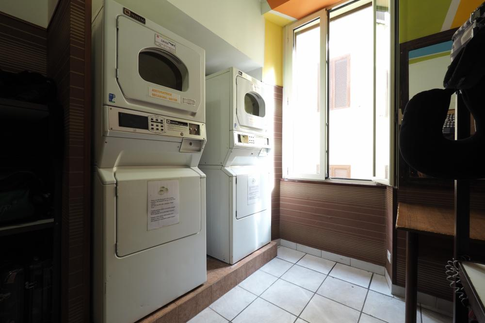 Self laundry - 4€ wash, 4€ dry, 1€ detergent