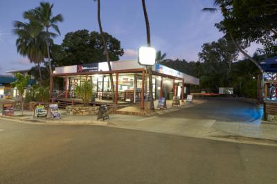 Хостелы - Base Airlie Beach