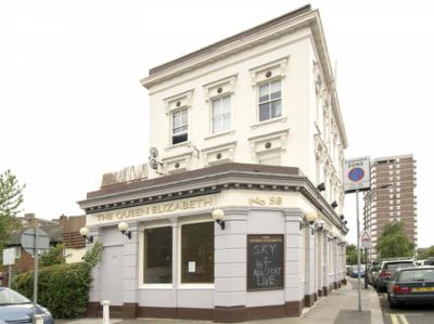 호스텔 - Queen Elizabeth Pub Hostel